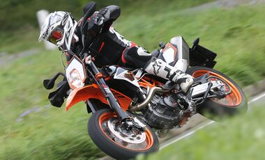 supermoto tests neuheiten motorrad online. Black Bedroom Furniture Sets. Home Design Ideas